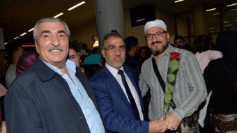 NİF Milli Görüş Güney Hollanda hacıları güllerle karşılandı